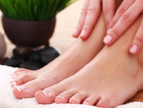 Tercer consejo del Dr. Canales para cuidar los pies: mantenlos limpios y secos