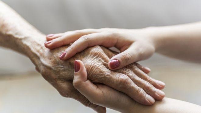 El cuidado de la piel en personas mayores