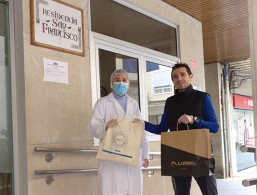 Donación de máscaras a profesionales en residencias de mayores